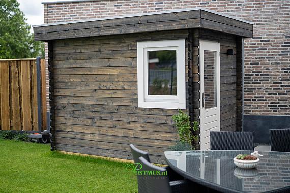 Fijn tuinhuis met plat dak