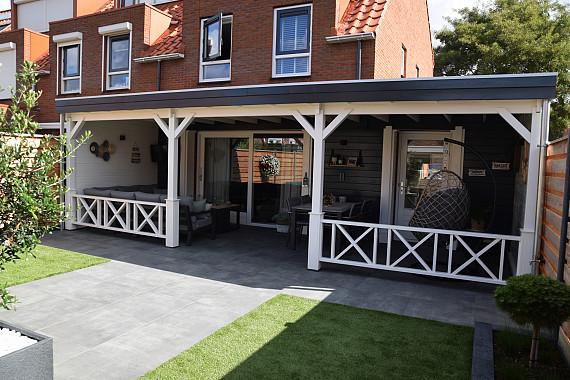 Ruim tuinhuis met veranda