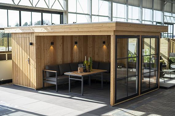 Showroom Valkenburg, panelen systeem overkapping in combinatie met een opbergruimte