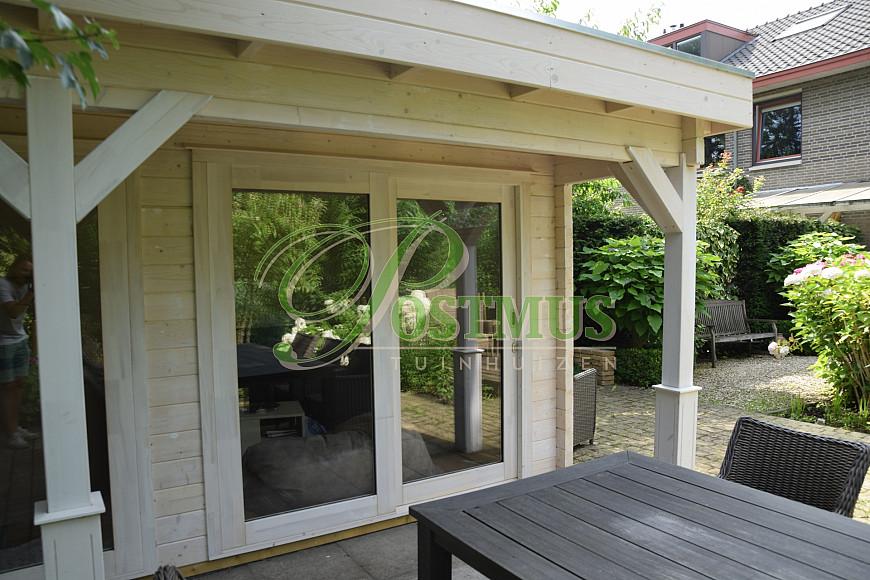 Tuinhuis met glazenwand