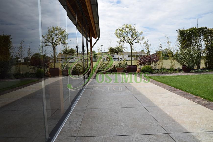 Tuinhuis met glazenwanden